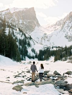 Turn a winter wonderland into the perfect engagement photo backdrop. ❄️💕 This duo's snowy location was so breathtaking, they had to stop and take it all in before continuing their session. 😍 Check out our Stories to see more!