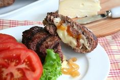 Stuffed Burgers with Brie and Caramelized Onion Burger Recipes, Paleo Recipes, Low Carb Recipes, Dinner Recipes, Cooking Recipes, Juicy Lucy, Low Carb Burger, Low Carb Keto, Keto Burger