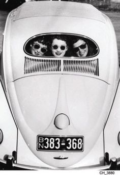 ∴ Trios ∴ the three graces, sisters, triplets & groups of 3 in art and vintage photos - Trio in a Bug