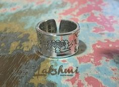 anel de prata de lei, flor de lotus, mantra budista, ring silver, bohostyle, budismo, Buda, gravados (1)