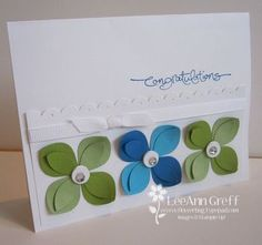 I like the scallop in the centre of the card; I usually put scallops at the bottom. Must try this!