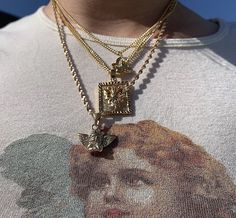 """""""Keep a gold chain on my neck, fly as a jet, boy betta treat me with respect"""" BROCKHANPTON Cute Jewelry, Jewelry Accessories, Women Jewelry, Gold Jewelry, Chain Jewelry, Coin Pendant Necklace, Shell Pendant, Piercings, Arte Fashion"""