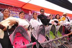 Bebes con nombres quechua recibieron cunas, coches, pañales, juguetes y set de baño http://hbanoticias.com/3638
