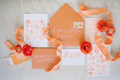 Original invitación de boda en color naranja