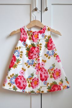 Aesthetic Nest: Sewing: Ruffled Chemise for Tess, 2020 – Baby Kleid -Kleidung Dresses 2020 Toddler Dress, Toddler Outfits, Kids Outfits, Kids Dress Wear, Little Girl Dresses, Girls Pinafore Dress, Baby Frocks Designs, Sewing Baby Clothes, Baby Dress Patterns