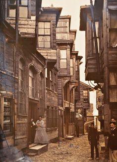 """1914, """"Pera"""" ISTANBUL.   Erster Weltkrieg: Für heutige Betrachter werden die Bilder aus dem """"Archiv des Planeten"""" auf andere Weise faszinierend - durch den Vergleich mit aktuellen …  www.armadaistanbul.com www.armadapera.com"""