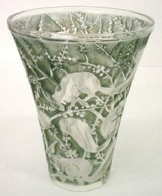 Lalique crystal and glassware is important to us. Sell yours to us.
