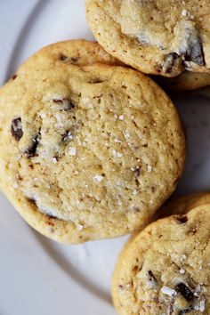 Salted Chocolate Chunk Cookies Recipe – An update of the classic chocolate chip cookie with a blend of dark and milk chocolate chunks and a sprinkle of sea salt, these are now a favorite chocolate chip cookie recipe! Vegaterian Recipes, Popular Recipes, Cookie Recipes, Dessert Recipes, Desserts, Delicious Recipes, Recipe Tasty, Candy Recipes, Breakfast Recipes
