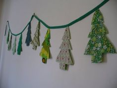 It's time to raid your stash of fabric scraps because this Sweet and Simple Christmas Tree Bunting is too cute to pass up! Choose your favorite patterned fabrics and turn them into homemade Christmas decorations that are uniquely you! Christmas Tree Garland, Noel Christmas, Christmas Fabric, Homemade Christmas, Simple Christmas, Xmas Trees, Christmas Banners, Christmas Ideas, Christmas Sewing Projects