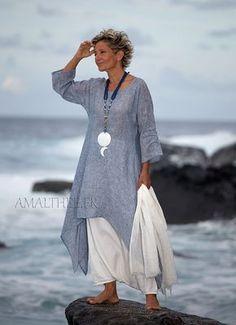 Coastal wedding : blue linen gauze tunic with white sarouel skirt
