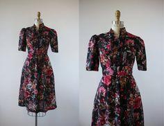 vintage 1970s dress / 70s black floral print dress / 70s boho dress / 70s fall floral press / 70s short sleeve dress / 70s festival dress