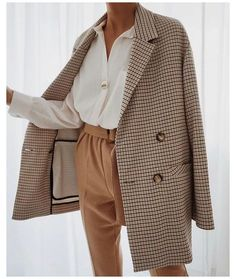 FASHION TREND: FALL BLAZERS FOR WOMEN #fitted #blazers #for #women #classy Top US life and style blog, E. Interiors, features their favorites Fall Blazers For Women. Click now to see their top picks! Winter Fashion Outfits, Look Fashion, Winter Outfits, Autumn Fashion, 80s Fashion, Womens Fashion, Korean Fashion, Fashion Movies, Hollywood Fashion