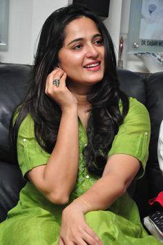 Top 10 Beautiful Face Closeup Photos Of Anushka Shetty