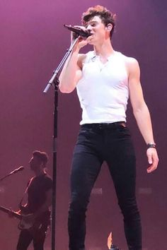 """""""Shawn Mendes performing in Krakow, Poland (April """" Shawn Mendes Imagines, Shawn Mendes Quotes, Shawn Mendes Concert, Shawn Mendas, Shawn Mendes Wallpaper, Cute Guys, Sexy Men, Celebs, Skinny"""