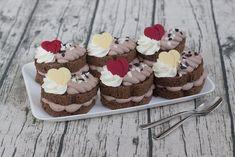 Desať luxusných zákuskov a koláčov - Žena SME Eclairs, Dessert Recipes, Desserts, Rum, Donuts, Cheesecake, Food And Drink, Cooking Recipes, Cupcakes