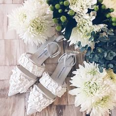 Who said that wedding shoes need to be heels? | WedLuxe Magazine | #WedLuxe #luxury #wedding #luxurywedding #weddinginspiration #bridalshoes #flats