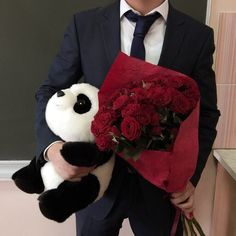 Summer Flowers For Girlfriend Cute Relationship Goals, Cute Relationships, Flowers For Girlfriend, Calin Couple, Birthday Roses, Daddy Aesthetic, Panda Love, Cute Couples Goals, Rose Bouquet