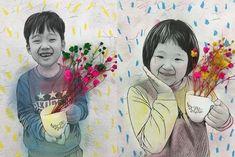 특별한 봄꽃 액자를 소개합니다. 자료공유: 그래쌤 Prisma 어플을 이용해서 사진을 그림처럼 만들어보았어요 prisma 어플 중에 curly hair 를 적용하니까 그림을 스케치 한것 처럼 나왔어요 두꺼운 종이에 뽑아서 파스텔로 색칠해주었어요 제가 흰 배경에는 약간 무늬를 주었어요 그리고 드라이플라워 안개꽃을 이용해서 꾸미기 #드라이플라워 #안개꽃 #액자 #어린이액자 #유치원 #어린이날 #어린이집 #선물 #카드#누리놀이 Museum Education, Art Education, Diy And Crafts, Crafts For Kids, Arts And Crafts, Class Decoration, Sunday School Crafts, Mother And Father, Elementary Art