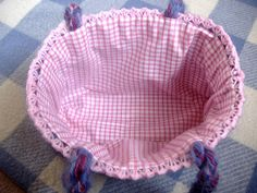 Tutorial for lining a crocheted bag -- different technique than the one we did for our purses
