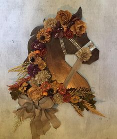 Thanksgiving welcome horse. Entry way Equine wreath. Diy Arts And Crafts, Cute Crafts, Diy And Crafts, Holiday Wreaths, Holiday Crafts, Christmas Decorations, Horse Head Wreath, Wooden Flowers, Horse Crafts
