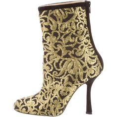 Pre-owned Oscar de la Renta Embroidered Ankle Boots ($495) ❤ liked on Polyvore featuring shoes, boots, ankle booties, black, black bootie, short boots, black ankle boots, black zipper booties and zip ankle boots