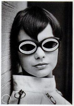 Mod 60s sunglasses by Foster Grant, $5, in LIFE magazine, 16 June 1967, photo by Charles P. Mills and Lee Boultin