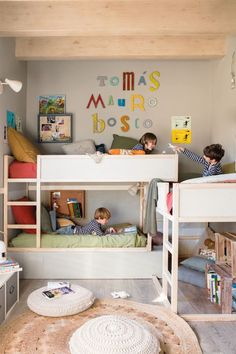 How to make multiple bed layout Work - 6 shared kids room ideas! - Paul & Paula Here are 6 shared kids room ideas for you. Bunk beds, corner built-ins, side by side and more. lots to take away and copy for your own home. Cama Ikea Kura, Bunk Bed Designs, Bedroom Designs, Kids Bunk Beds, Boys Bedroom Ideas With Bunk Beds, Small Bunk Beds, Loft Bunk Beds, Bunk Rooms, Shared Bedrooms