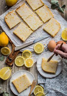 Brownies de limón. Receta muy fácil. Lemon Brownies, Blondie Brownies, A Food, Food And Drink, Hand Pies, Blondies, Cheesecakes, Food Inspiration, Camembert Cheese