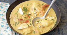 Testez ce curry de poisson thaïlandais pour un voyage culinaire exotique plein de saveurs! Facile et rapide à réaliser, c'est le plat idéal pour un repas convivial et généreux original!