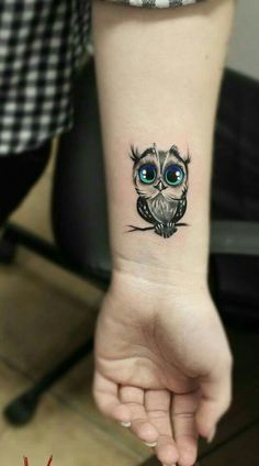 Maillot de bain: LOVE the look of this art. EVERYTHING, tattoo tattoo tattoo design tattoo tattoo tattoo bird tattoo Baby Owl Tattoos, Cute Owl Tattoo, Owl Tattoo Small, Sweet Tattoos, Mini Tattoos, Animal Tattoos, Foot Tattoos, Cute Tattoos, Beautiful Tattoos