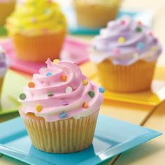 Here is another quick way to decorate your cupcakes or cakes. It just takes minutes to pipe a fancy iced swirl and add colorful sprinkles.