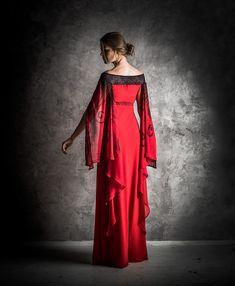 """Originální+společenské+šaty+""""Noční+motýl""""+Dlouhé+společenské+šaty+zvelmi+příjemného+nemačkavého+úpletu.+Elegantní+jednoduchý+střih+je+ozvláštněn+širokými+rozevlátými+rukávy+zšifonu,+zdobenými+ručně+malovaným+motivem.+Na+malbu+byly+použity+speciální+zažehlovací+barvy+na+textil.+Rukávy+můžete+nosit+buď+efektně+přehozenépřes+ruce,..."""