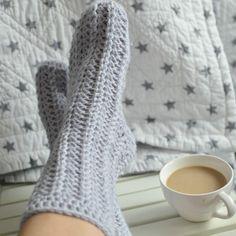 Líné nedělní ráno - háčkované ponožky šedivé * Crochet chunky slippers Scarf Hat, High Socks, Fingerless Gloves, Arm Warmers, Mittens, Slippers, Fashion, Fingerless Mitts, Fingerless Mitts