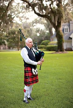 The bride surprised her father with bagpipe music before the ceremony—a tribute to their Scottish heritage. Photo by Patricia Lyons.