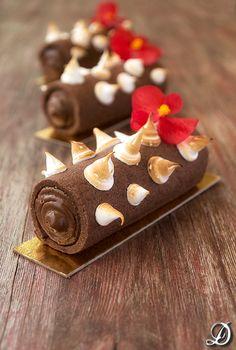 Cilindros de Sablée de Cacao y Pimienta de Sichuan rellenos de Ganache de Chocolate y Lima