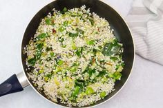 No-stir risotto with salmon, leek and peas - MyKitchen - Mas & Pas Salmon Risotto, Risotto Rice, Oven Baked Risotto, Avocado Dip, Frozen Peas, Vegetable Stock, The Dish, Casserole Dishes, Fried Rice