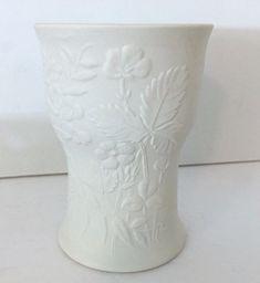ARABIA FINLAND Gunner Olin Gronovist White Matte Bisque Floral Embossed Vase EUC #ArabiaFinland #MidCenturyModern