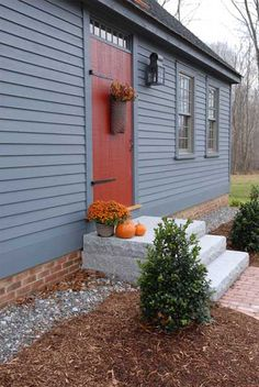 Exterior paint color ideas for mobile homes can find Mobile homes and more on our website.Exterior paint color ideas for mobile homes 26 Exterior Paint Colors, Exterior House Colors, Paint Colors For Home, Paint Colours, Siding Colors, Primitive Homes, Primitive Country, Porches, Mobile Home Exteriors