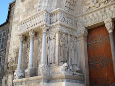 ROMANESQUE ARCHITECTURE, France - Church of St. Trophime, Arles The facade ornamentation, usually telling a biblical history, emphasized the porch of the cathedral. The design of facade is similar to many Pilgrimage churches of France and Spain.