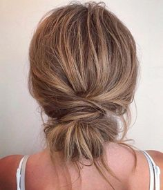 Messy Wrapped Chignon Frisuren dünnes Haar 60 Trendiest Updos for Medium Length Hair Updos For Medium Length Hair, Up Dos For Medium Hair, Casual Updos For Medium Hair, Buns For Long Hair, Easy Hair Buns, Medium Hair Ponytail, Casual Hairstyles For Long Hair, Casual Hair Updos, Rainy Day Hairstyles