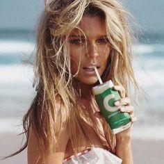 H a p p y  T u e s d a y  #beachyblonde #blondehair #surfergirl #balayage #hairstylist #beachyhair #saltyhair #thehubfactory #wavyhair #hair #thebeachlife #sexy  l#manhattanbeach #hermosabeach #nomadhairstylist @gaellesecretin @thehubfactory