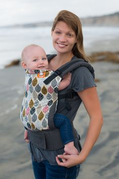 Foliage depicts beauty found in nature with a fresh, modern illustration of a  sophisticated leaf pattern in chic colors.  These leaves, paired with our gray canvas, are sure to make walks down tree lined avenues and trails especially memorable! Baby Tula's 'Foliage' baby carrier can be used in both front carry and back carry, and allows for babywearing from infants to toddlers.
