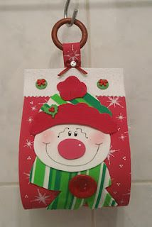looks like bathroom tissue holder to me Felt Christmas, Christmas Projects, Christmas Holidays, Foam Crafts, Decor Crafts, Diy And Crafts, Holiday Ornaments, Holiday Crafts, Holiday Decor