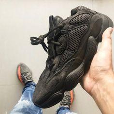Black Shoes, All Black Sneakers, Sneakers Nike, Kanye Yeezy, Jordan Swag, Shoe Zone, Yeezy 500, Light Blue Jeans, Blue Hoodie