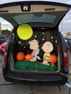 Charlie Brown and the Great Pumpkin Trunk or Treat 2014 . Charlie Brown and the Great Pumpkin Trun Holidays Halloween, Halloween Treats, Fall Halloween, Halloween Party, Happy Halloween, Halloween Festival, Homemade Halloween, Halloween Outfits, Halloween Costumes