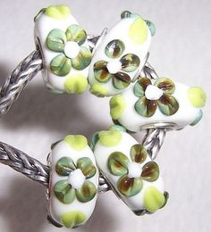 flower glass bead and silver trollbead