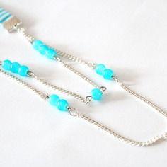 Collier sautoir biais bleu à rayures blanches avec perles bleues et breloque étoile