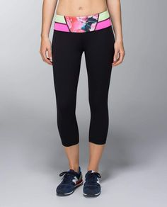 Lululemon Wunder Under Crop in Black/Quilted 14 - reversible, with logo on calf on printed side and at waist on solid black side. Great to wear as the perfect black legging!