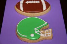 Football and helmet cookies Basketball Cookies, Football Sugar Cookies, Cut Out Cookies, Iced Cookies, Cute Cookies, Cupcake Cookies, Cupcakes, Sugar Cookie Royal Icing, Cookie Frosting