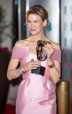 Zellweger wore David Webb's diamond, gold and platinum Parentheses Bracelet, Deco Riff Cuff, Sugar Cube Bangle, and Kunzite Ring to the British Academy Film Awards in London on February The Jewelry Love Affair of Awards Season British Academy Film Awards, Bridget Jones, Renee Zellweger, David Webb, Golden Globe Award, Real Style, International Film Festival, Love Affair, Best Actress